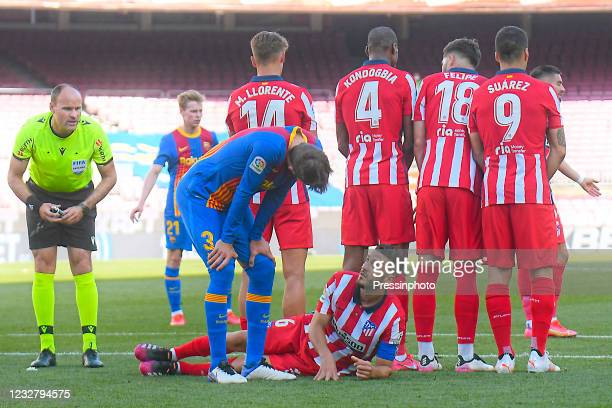 Gerard Pique of FC Barcelona and Koke Resurreccion of Atletico de Madrid during the La Liga match between FC Barcelona and Atletico de Madrid played...