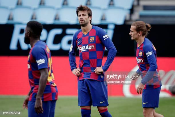 Gerard Pique of FC Barcelona Antoine Griezmann of FC Barcelona during the La Liga Santander match between Celta de Vigo v FC Barcelona at the Estadio...