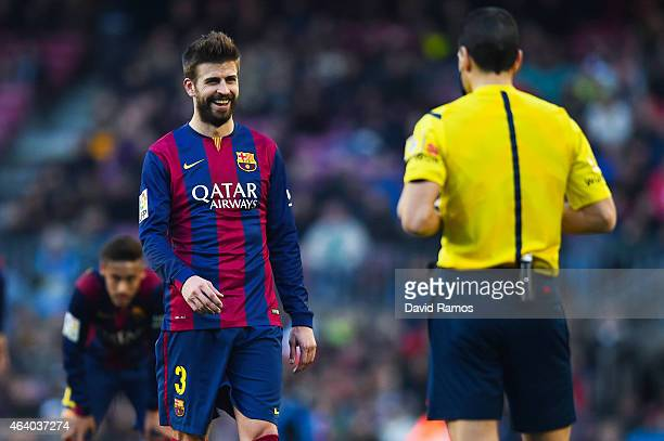 Gerard Pique of FC Barcelona argues with the referee Juan Martinez Munuera during the La Liga match between FC Barcelona and Malaga CF at Camp Nou on...