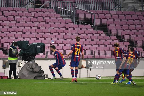 Gerard Pique of FC Barcelona celebrates after scoring their team's second goal during the Copa del Rey Semi Final Second Leg match between FC...