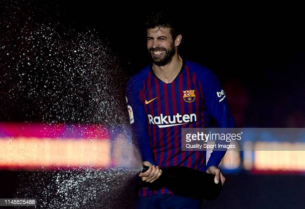 Gerard Pique of FC Barcelona celebrates following in his team's victory in the La Liga match between FC Barcelona and Levante UD at Camp Nou on April...
