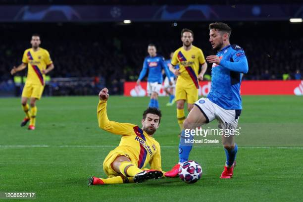 Gerard Pique of FC Barcelona clears the ball of Dries Mertens of SSC Napoli during the UEFA Champions League round of 16 first leg match between SSC...