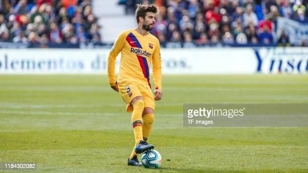 Gerard Pique of FC Barcelona controls the ball during the Liga match between CD Leganes and FC Barcelona at Estadio Municipal de Butarque on November...