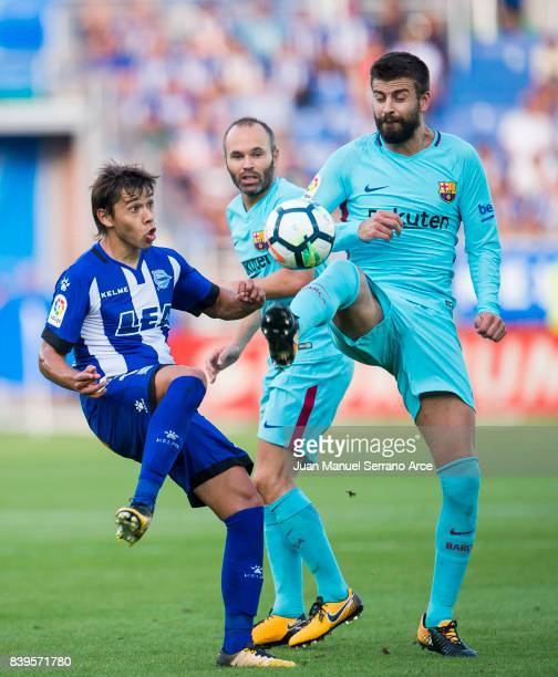 Gerard Pique of FC Barcelona duels for the ball with Oscar Romero of Deportivo Alaves during the La Liga match between Deportivo Alaves and Barcelona...