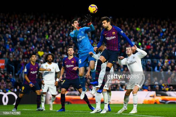 Gerard Pique of FC Barcelona heads the ball during the La Liga match between FC Barcelona and Real Madrid CF at Camp Nou on October 28, 2018 in...