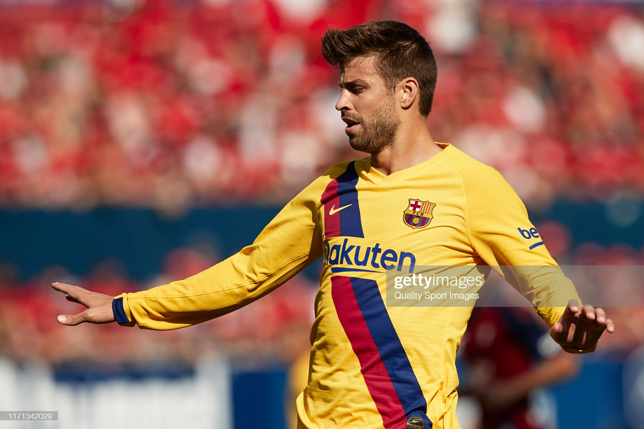 صور مباراة : أوساسونا - برشلونة 2-2 ( 31-08-2019 )  Gerard-pique-of-fc-barcelona-reacts-during-the-liga-match-between-ca-picture-id1171342029?s=2048x2048