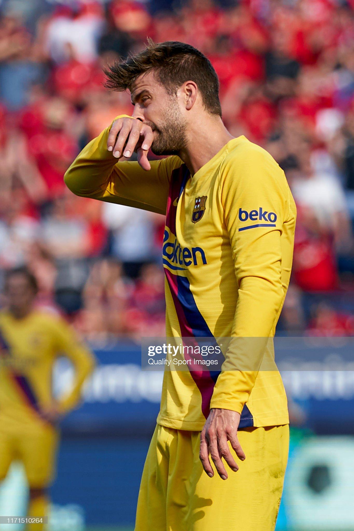 صور مباراة : أوساسونا - برشلونة 2-2 ( 31-08-2019 )  Gerard-pique-of-fc-barcelona-reacts-during-the-liga-match-between-ca-picture-id1171510264?s=2048x2048