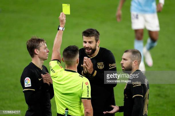 Gerard Pique of FC Barcelona receives a yellow card from referee Del Cerro Grande Frenkie de Jong of FC Barcelona Jordi Alba of FC Barcelona during...