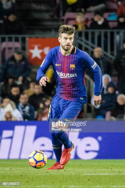 Gerard Pique of FC Barcelona runs with the ball during the La Liga 201718 match between FC Barcelona and Deportivo La Coruna at Camp Nou Stadium on...