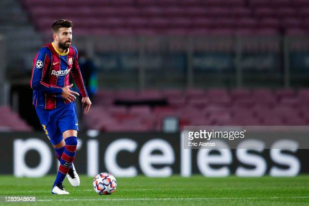 Gerard Pique of FC Barcelona runs with the ball during the UEFA Champions League Group G stage match between FC Barcelona and Dynamo Kyiv at Camp Nou...