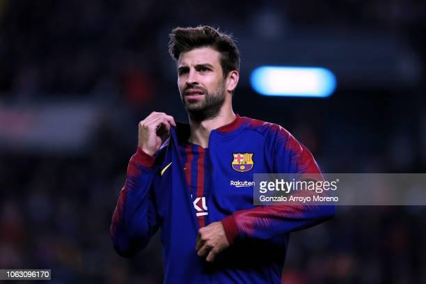 Gerard Pique of FC Barcelona takes off his jacket prior to start the La Liga match between Rayo Vallecano de Madrid and FC Barcelona at Campo de...