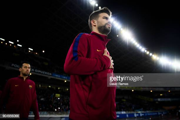 Gerard Pique of FC Barcelona walks onto the pitch priot to the La Liga match between Real Sociedad and FC Barcelona at Anoeta stadium on January 14...