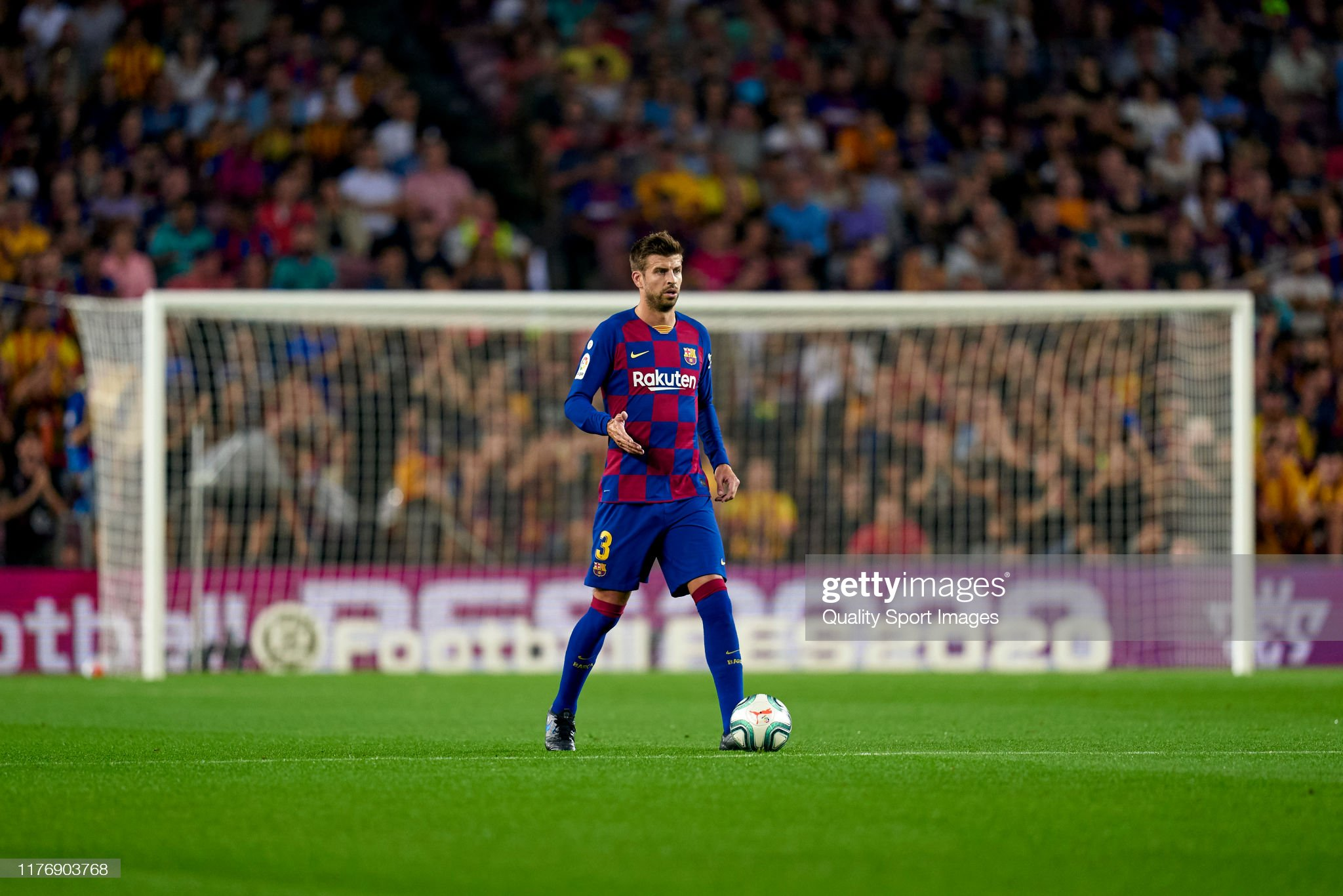 صور مباراة : برشلونة - فياريال 2-1 ( 24-09-2019 )  Gerard-pique-of-fc-barcelona-with-the-ball-during-the-liga-match-fc-picture-id1176903768?s=2048x2048