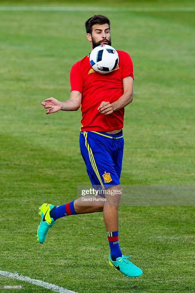 Gerard Pique of Spain controls the ball during a training session on June 9, 2016 in La Rochelle, France.