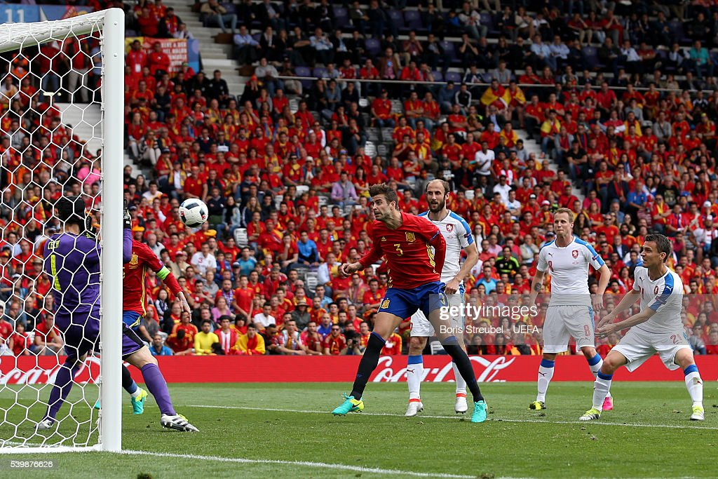 Gerard Pique (C) of Spain heads the ball to score his team's first goal during the UEFA EURO 2016 Group D match between Spain and Czech Republic at Stadium Municipal on June 13, 2016 in Toulouse, France.