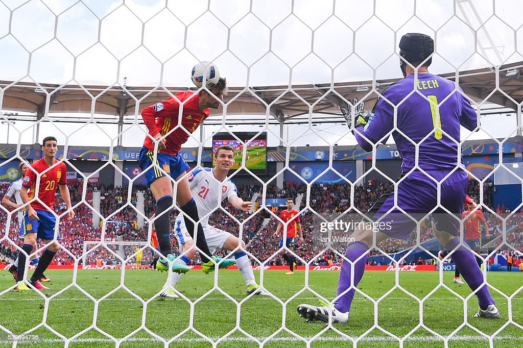 Gerard Pique of Spain heads the ball to score the winning goal past Petr Cech (R) of Czech Republic during the UEFA EURO 2016 Group D match between Spain and Czech Republic at Stadium Municipal on June 13, 2016 in Toulouse, France.