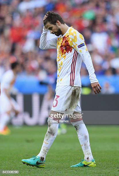Gerard Pique of Spain reacts after missing a chance during the UEFA EURO 2016 round of 16 match between Italy and Spain at Stade de France on June 27...