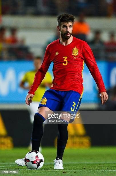Gerard Pique of Spain runs with the ball during a friendly match between Spain and Colombia at La Nueva Condomina stadium on June 7 2017 in Murcia...