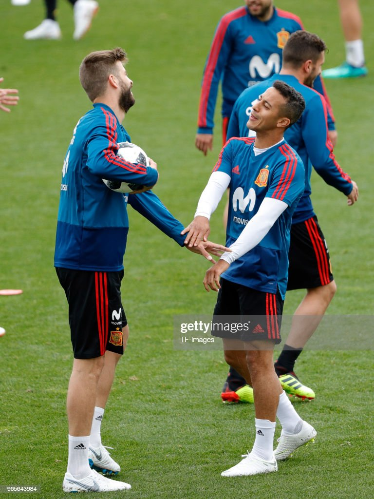 Gerard Pique of Spain talks with Thiago Alcantara of Spain during a training session on May 30, 2018 in Madrid, Spain.