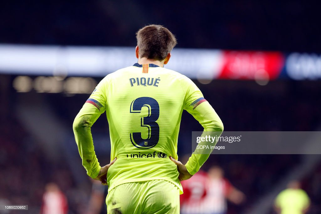 صور مباراة : أتلتيكو مدريد - برشلونة 1-1 ( 24-11-2018 ) Gerard-pique-seen-in-action-during-the-spanish-la-liga-match-between-picture-id1065020952