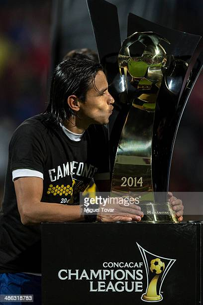 Gerardo Flores kisses the trophy after winning the leg 2 of the final match between Cruz Azul and Toluca as part of the CONCACAF Liga de Campeones at...