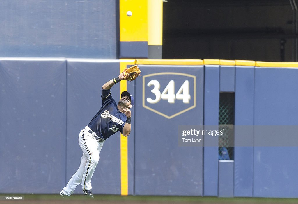 Gerardo Parra #28 of the Milwaukee Brewers makes a catch in left field against the Toronto Blue Jays at Miller Park on August 20, 2014 in Milwaukee, Wisconsin.