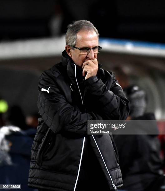 Gerardo Pelusso coach of Deportivo Cali gestures during the match between America de Cali and Deportivo Cali as part of the Torneo Fox Sports at...