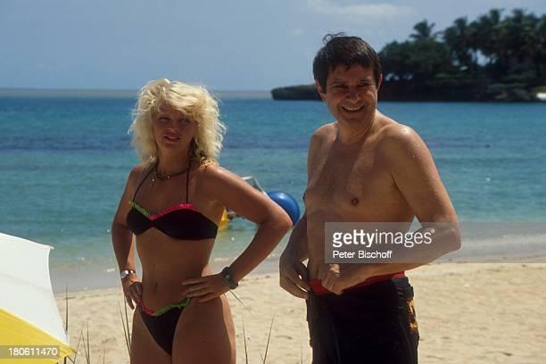 Gerd Baltus Agnes von Linden ZDFSerie Urlaub mal ganz anders Dominikanische Republik/Karibik Strand Meer Ozean Bikini