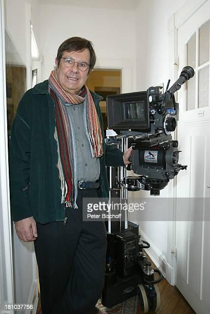 Gerd Baltus Dreharbeiten zur ZDFReihe Evelyn Hamanns Geschichten Hamburg Kamera Brille Schauspieler Promis Prominenter Prominente