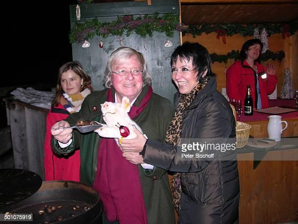 Gerd Käfer Lebensgefährtin Uschi Ackermann Weihnachten auf Gut Aiderbichl Eröffnung vom Weihnachtsmarkt Henndorf bei Salzburg Österreich Europa...