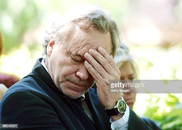 Gerd Silberbauer boy friend of Barbara Rudnik mourns during the funeral of German actress Barbara Rudnik at Nordfriedhof cemetery on May 29 2009 in...