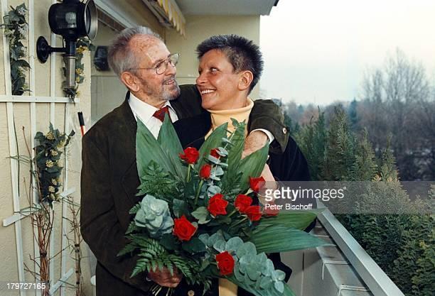 Gerd Vespermann mit Ehefrau ChristianeBlumen Rosen 10 Hochzeitstag Homestory