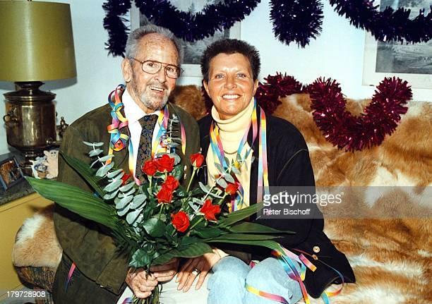 Gerd Vespermann mit Ehefrau ChristianeBlumen Rosen 10 HochzeitstagHomestory