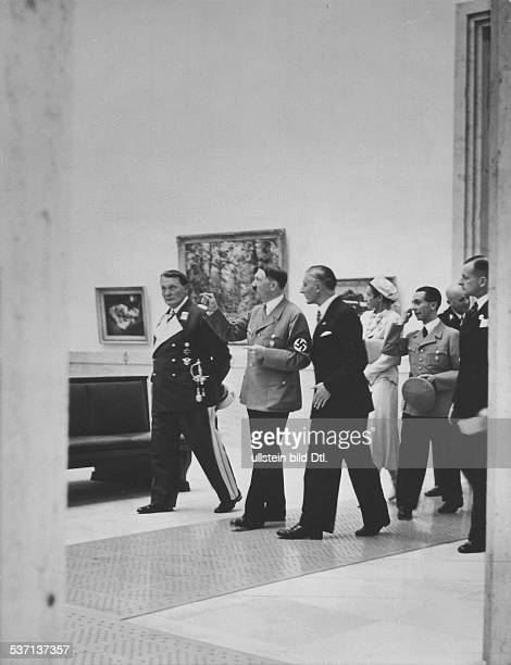 Gerdy TroostGerdy TroostJoseph GoebbelsHermann GöringAdolf Hitler Adolf Ziegler Adolf ZieglerHans Heinrich LammersHans Heinrich Lammers Politiker...