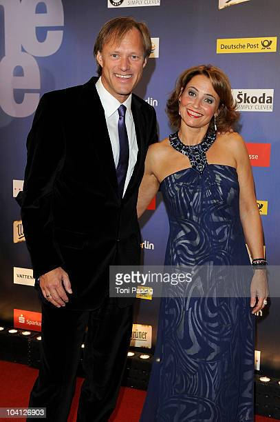 Gerhard Deliing and wife Isabelle Delling attend the 'Goldene Henne Award 2010' at Friedrichstadtpalast on September 15 2010 in Berlin Germany
