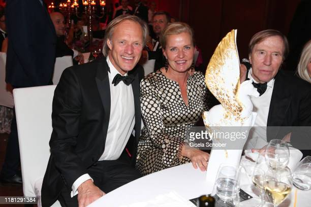 Gerhard Delling and his girlfriend Vicki Hinrichs Guenter Netzer and Pegasos Award during the German Sports Media Ball at Alte Oper on November 9...