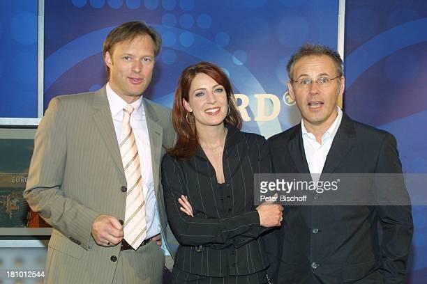 Gerhard Delling , Monica Lierhaus , Reinhold Beckmann , , Köln, , Vorstellung der ARD-Sport-Kommentatoren für die Fußball-Europa-Meisterschaft 2004...