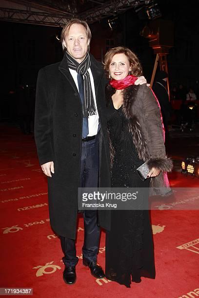 Gerhard Delling Und Ehefrau Isabell Bei Der Ankunft Zur Verleihung Der 47 Goldenen Kamera In Der UllsteinHalle In Berlin