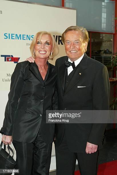 Gerhard Mayer Vorfelder Und Seine Ehefrau Margit Bei Stars Mit Mut Gala Zugunsten Felix Burda Stiftung Im Theaterhaus Am Pragsattel In Stuttgart Am...