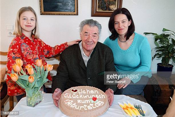 Gerhard Riedmann Ehefrau Gertrud TochterMagdalena Homestory Kematen/ sterreichGeburtstagstorte Torte BlumenstraußStrauss Tulpen