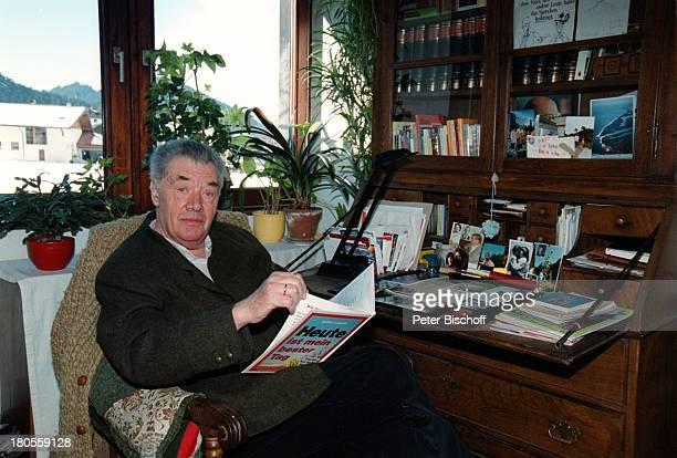 Gerhard Riedmann HomestoryKematen/ sterreich ArbeitszimmerSchreibtisch Buch lesen