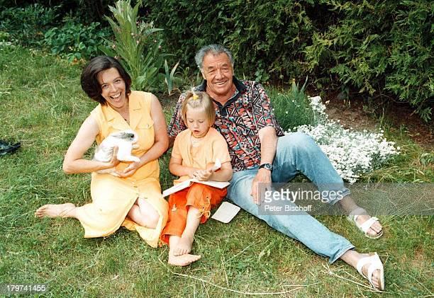 Gerhard Riedmann mit Ehefrau Gertrud undTochter Magdalena HomestoryKematen/ sterreich Garten