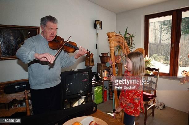 Gerhard Riedmann Tochter MagdalenaHomestory Kematen/ sterreich GeigeHarfe MusikInstrument