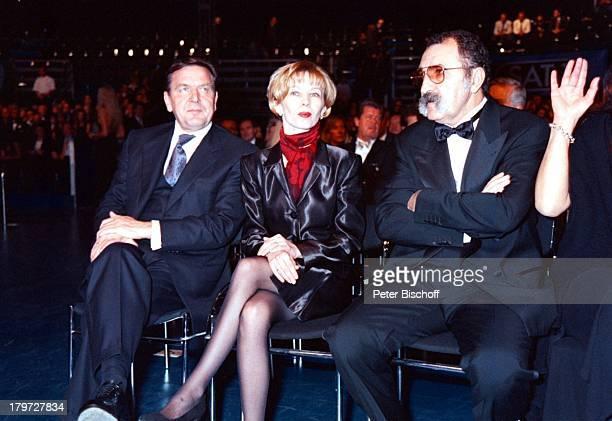 Gerhard Schröder mit Ehefrau DorisSchröderKöpf Ion Tiriac SAT1UnicefGalaShowATPNacht der Stars in Hannover