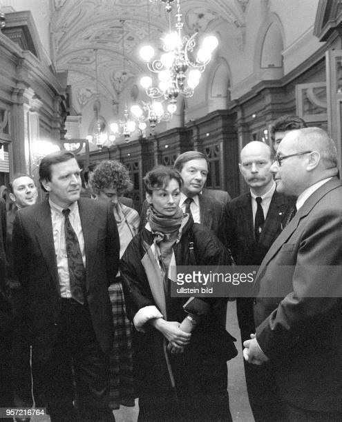 Gerhard Schröder Spitzenkandidat der SPD für die Landtagswahlen in Niedersachsen 1986 besuchte 1985 mit seiner Frau Hiltrud die wiederaufgebaute...