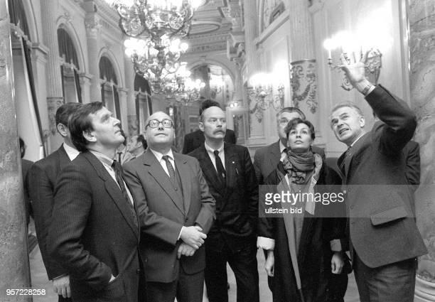 Gerhard Schröder Spitzenkandidat der SPD für die Landtagswahlen in Niedersachsen 1986 besuchte 1985 mit seiner Frau Hiltrud und Bundestagsmitglied...