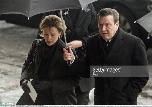 Gerhard Schroeder and his wife Doris SchroederKoepf arrive for the funeral service for late former German President Johannes Rau February 7 2006 at...