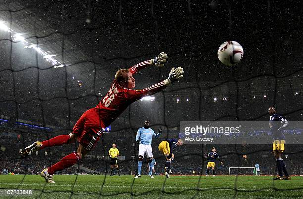 Gerhard Tremmel of FC Salzburg is unable to stop Mario Balotelli of Manchester City scoring the opening goal during the UEFA Europa League Group A...
