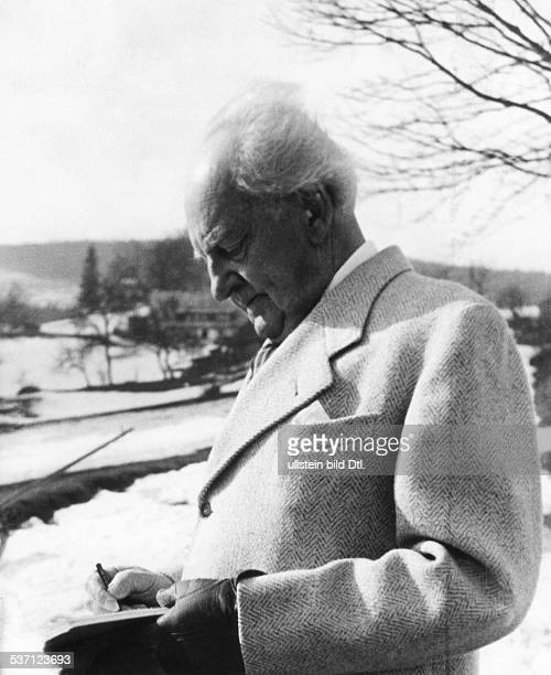Gerhart Hauptmann , Schriftsteller, Dramatiker, D, 'auf und abwandernd ... Diktiert der Dichter' , - undatiert, veröffentlicht: Signal 9, Foto:...