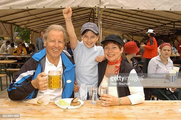 """Gerhart Lippert, Ehefrau Maria Lippert, Tochter Katharina Lippert, 1. """"Ebbser Nordic Walking Day"""", Ebbs, am """"Zahmen Kaiser"""", , Benefizveranstaltung..."""
